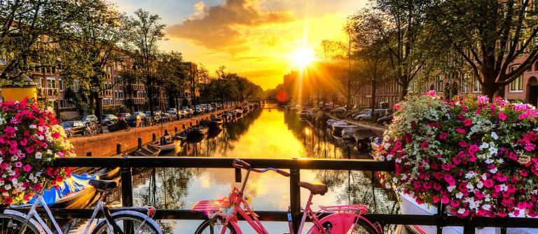 Amsterdam summer sunrise iStock_000048084840_Large-2 – Kopie