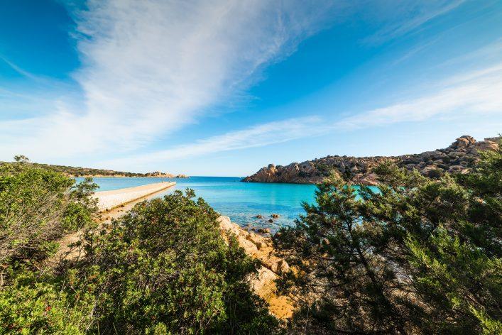 Der wunderschöne Spalmatore Strand auf Sardinien.