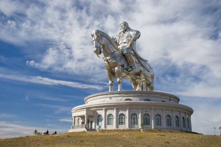 The world's largest statue of Genghis Khan Mongolei shutterstock_334785419_klein