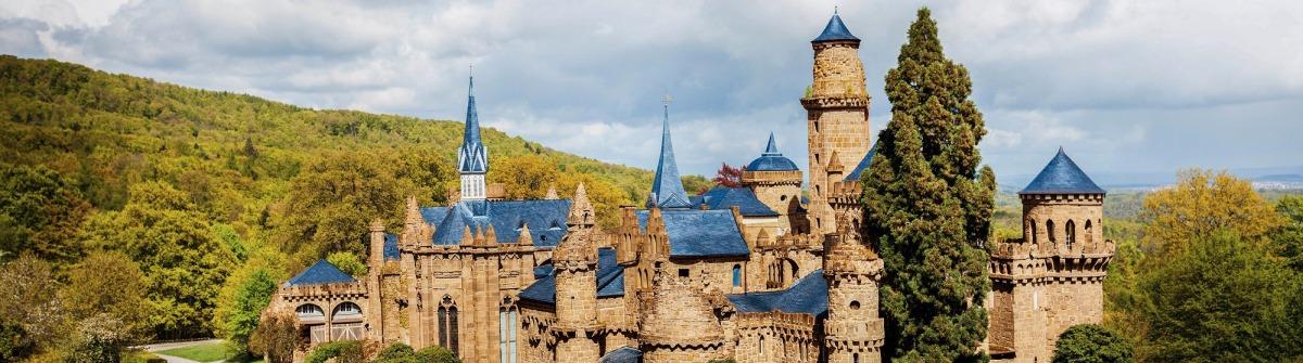 Löwenburg bei blauem Himmel
