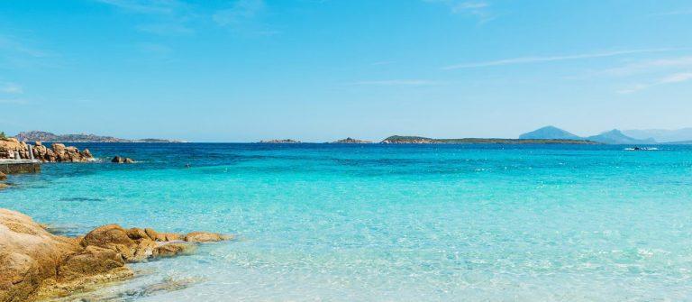 Capriccioli Sardinien Strand iStock-534458716