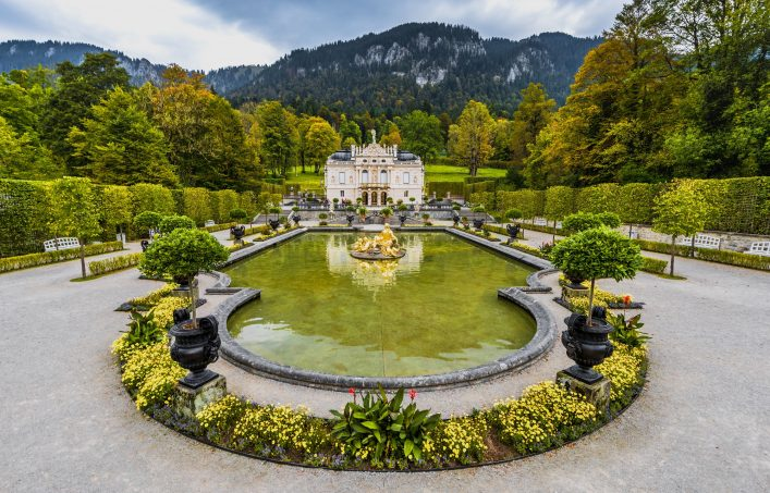 LINDERHOF,GERMANY-OCTOBER 2016 fountain in the park of Linderhof Palace_shutterstock_536348488_EDITORIAL ONLY_Yuri Turkov klein