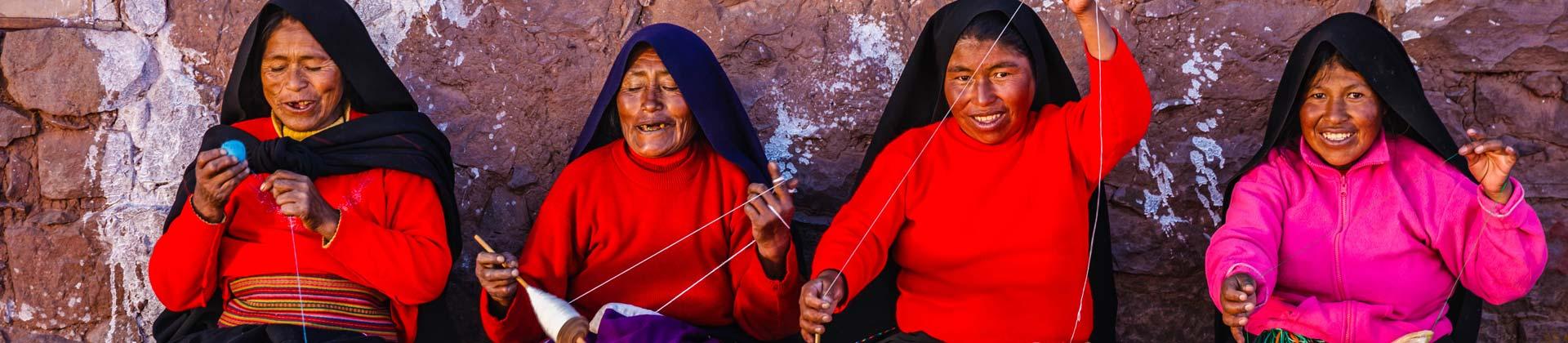 Peruaanse vrouwen aan het breien