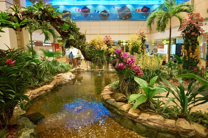 Singapur Airport_EDITORIAL ONLY Sorbis shutterstock_492317938