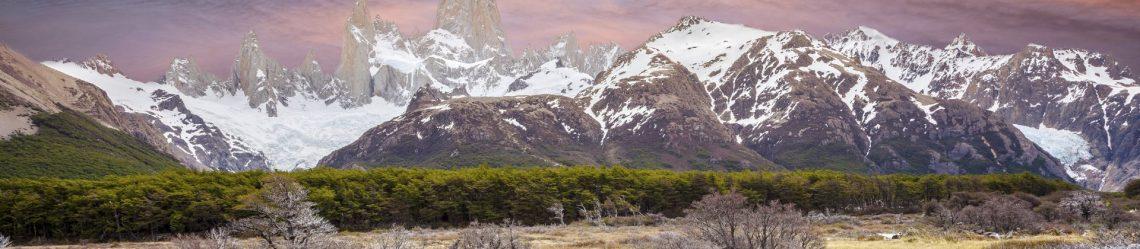 Fußgängerbrücke in den Anden Fitz Roy mountain range iStock_000044761022_1920