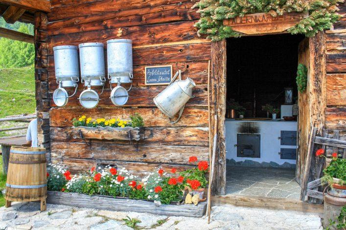 Obertauern Alm Österreich shutterstock_384940975