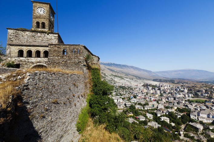 Die Stadt Gjirokaster in Albanien