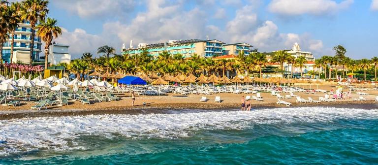sea-coast-beach-in-alanya-turkey-shutterstock_317464364-2-1
