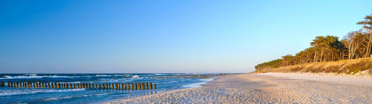 Sand, Strand, Meer und Himmel Baltic Sea Polen iStock_000016939503_Large-2
