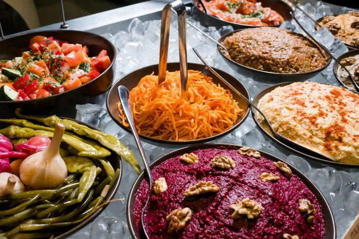 Ein typischer Mittagstisch im Kaukasus.