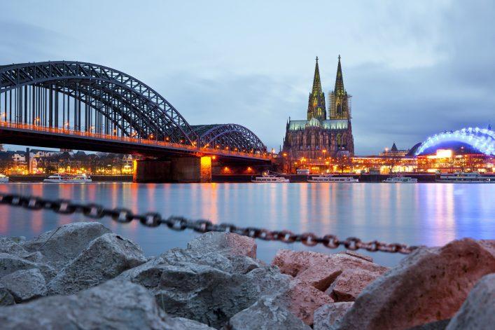 Bei der Anreise zu den Kölner Lichtern muss einiges beachtet werden