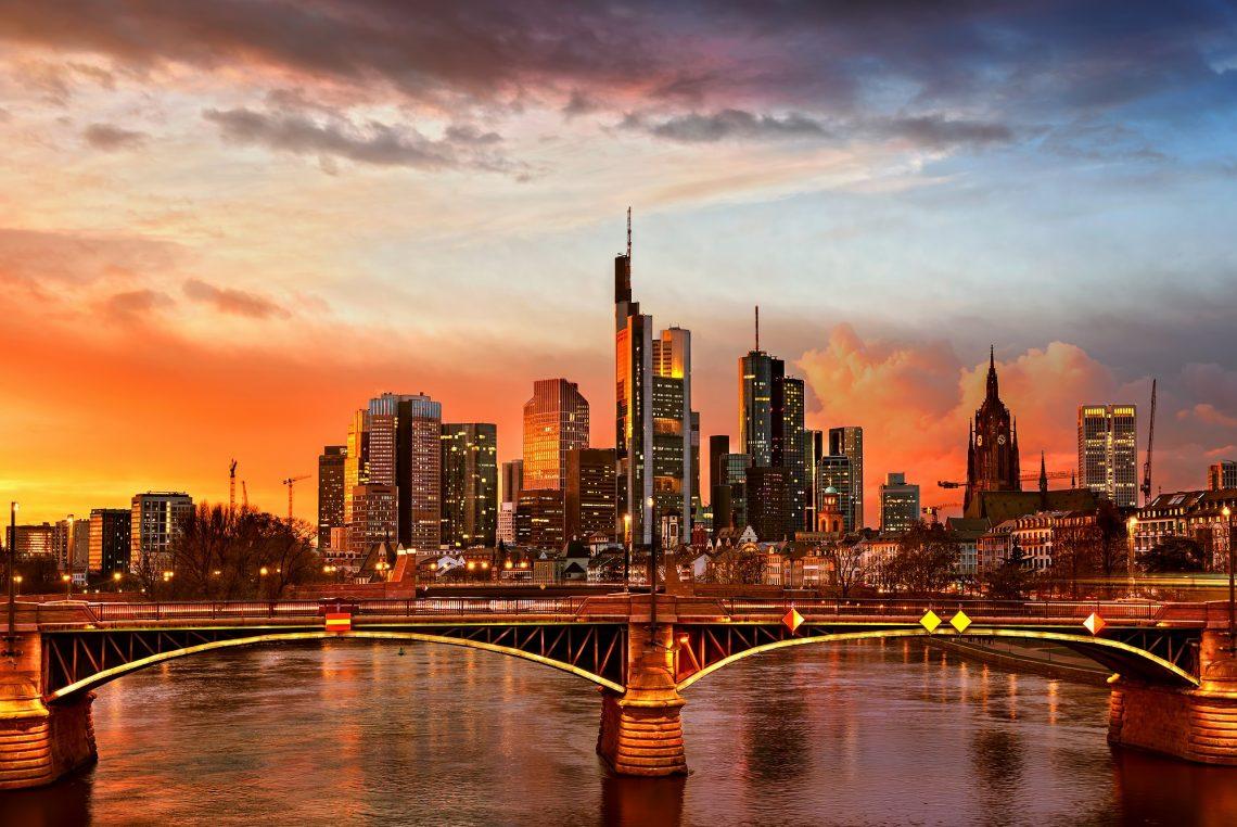 Frankfurt am Main Hochhäuser bei Sonnenuntergang