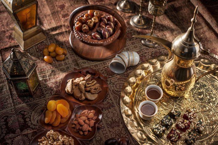 In Katar gehören süße Speisen einfach zum Essen dazu. Besonders gut schmeckt auch der typische Kaffee