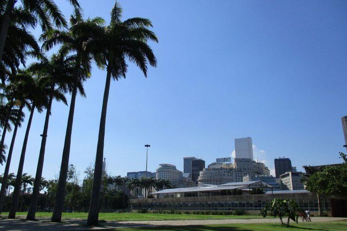 Der Spaziergang von der Marina bis zum Zuckerhut hält eine schöne Umgebung bereit