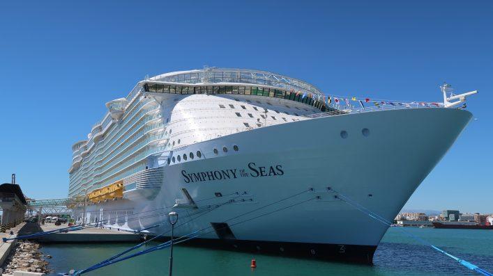 Die Symphony of the Seas im Hafen
