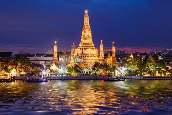 Wat Arun Temple at twilight in Bangkok, Thailand shutterstock_275995682
