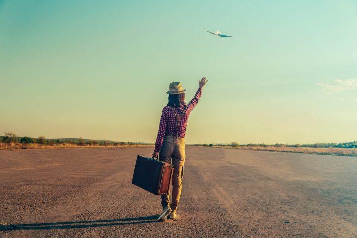 Frau verpasst ihr Flugzeug – was nun?