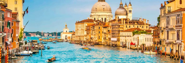 Gondel Venice iStock_000062263086_Large-2