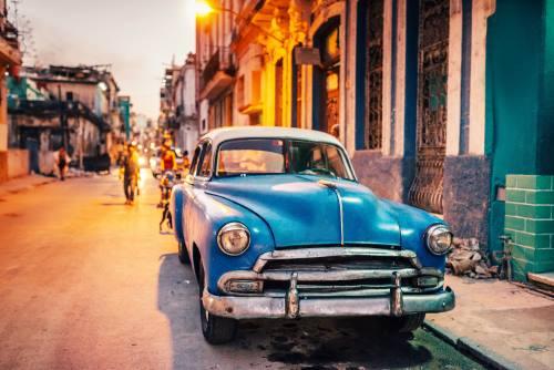 Kuba_car_nacht_iS-476608226_2000pix