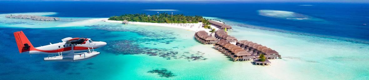 Flugzeug im Anflug auf die Malediven