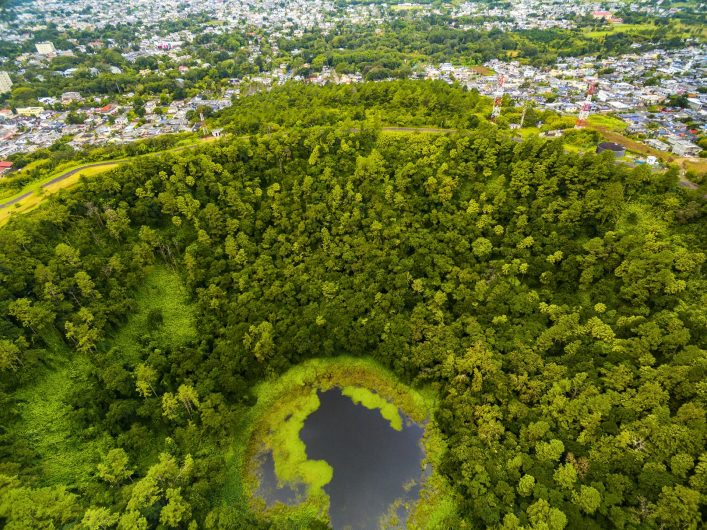 trou aux cerfs vulkan mauritius shutterstock_461824219
