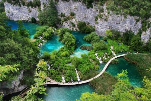 waterfals in Plitvica iStock-535434737