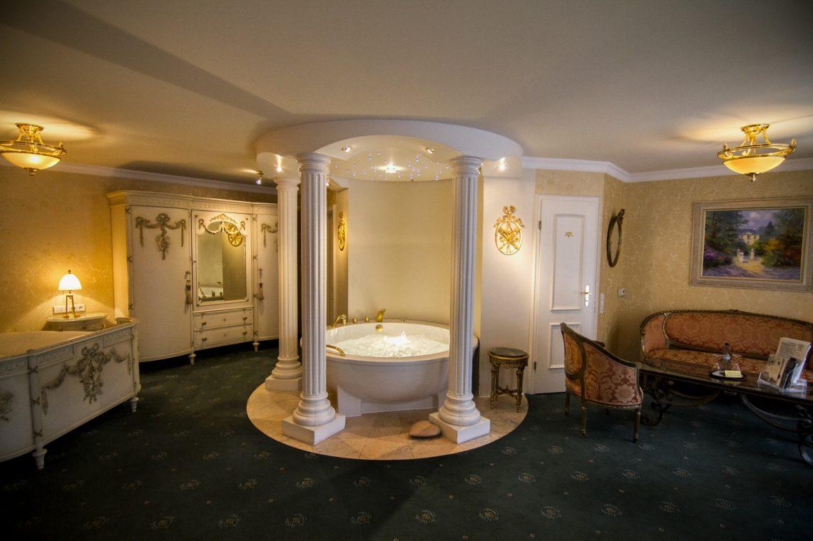 Luxus schlafzimmer mit whirlpool  Hotelzimmer mit Whirlpool - was für ein Luxus! | deutschlandLiebe by ...