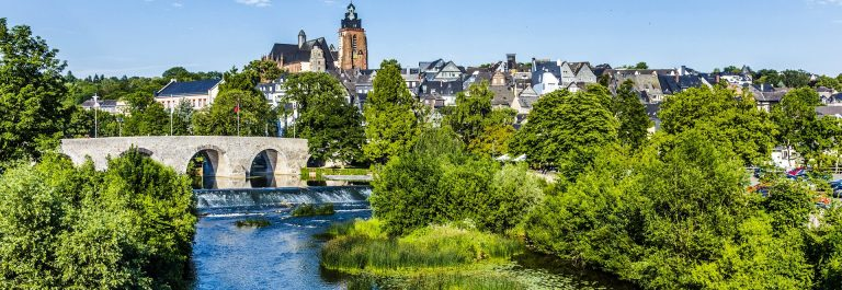 old Lahn bridge and view to famous Wetzlar dom Germany shutterstock_292541588-2_1920