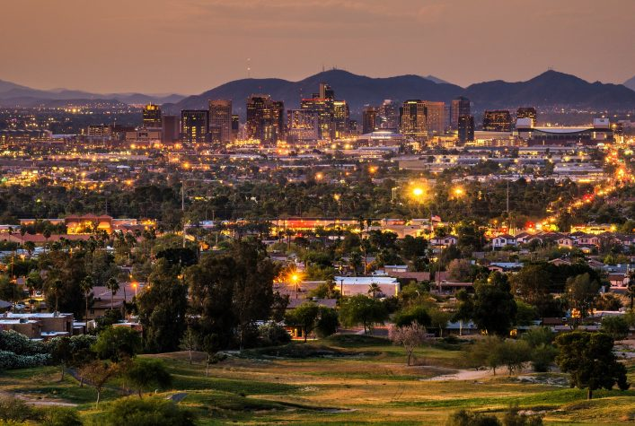 Phoenix bei Nacht