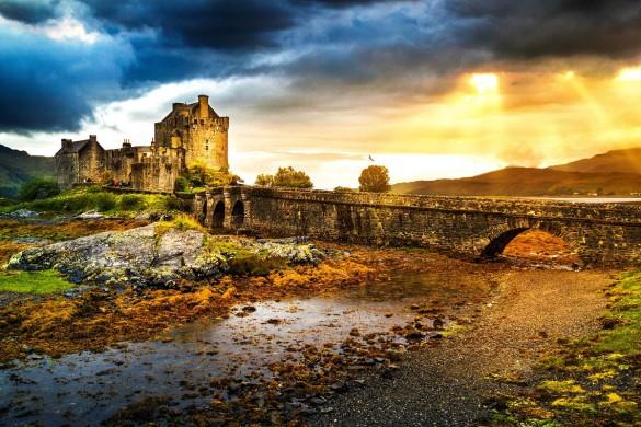 Eilean Donan castle Skye shutterstock_159922430-2
